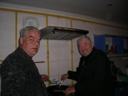 За дирижерским пультом на кухне Владимир Кулешов